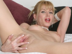 Angie Savage Fingers Her Meaty Twat!
