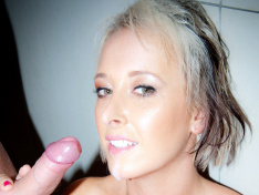 Tracey Venus Bangs in the Shower!